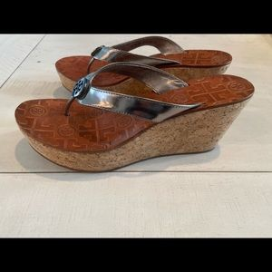 silver tory burch thong sandals thora cork wedge 7